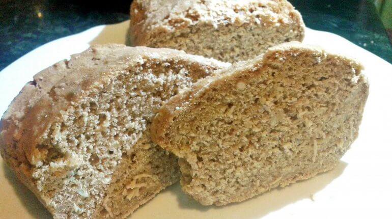 Puha, barna, rostban gazdag gluténmentes Labeta kenyér